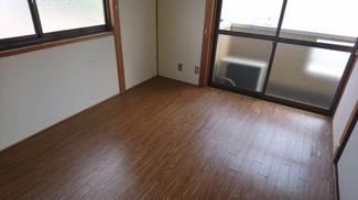 ベランダに面している洋室です!こちらも窓が2面あり明るく広々ですね(^^♪