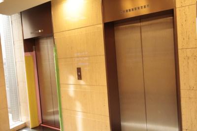 エレベータは2基 混まないように