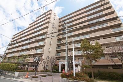 【現地写真】 RC造の8階建♪ 陽当たりの良いマンションとなっております♪