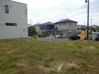 千葉市緑区おゆみ野中央 売地 前面道路は6mあり、前面棟までは距離があります。