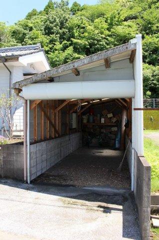 シャッター付の車庫です