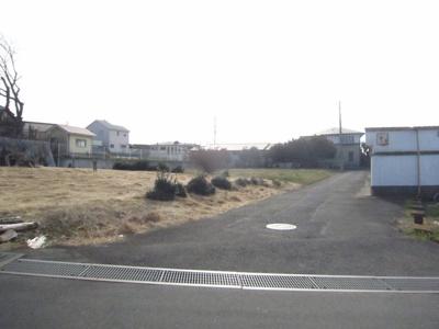 【前面道路含む現地写真】つくば市上ノ室 100坪以上の土地