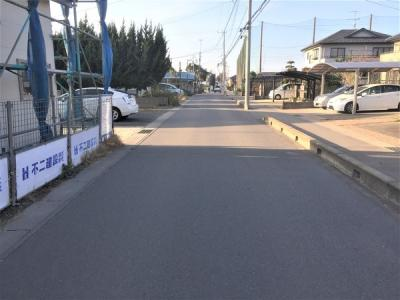 前面道路は歩道付き7.5m