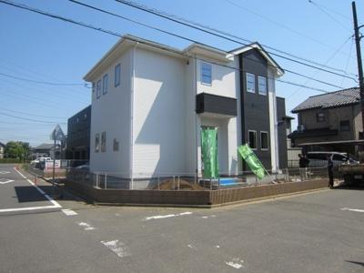 ☆デザイン性の良い外観、一見建売住宅には見えません♪飽きのこないベーシックなデザインで人気があります♪白にグレーをアクセントにしたすてきな外観です♪