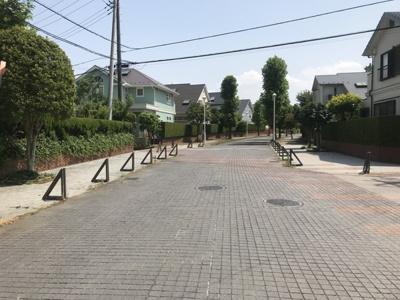 高級感ある街並み!戸頭駅まで徒歩6分の(480m)駅に近い場所です。買い物や通勤、通学も徒歩6分なら苦になりません。駅前の駐輪場を利用すればさらに便利!駅までの高低差も少ないので自転車が便利です。