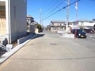 【前面道路含む現地写真】牛久市刈谷町 第4 2号棟 クワイエ地震の揺れを吸収する家