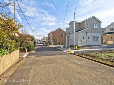 【前面道路含む現地写真】つくば市小野川 第5 2号棟クワイエ地震の揺れを吸収する家