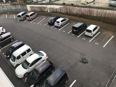 ゆったりした駐車スペースです。