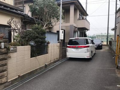 【前面道路含む現地写真】松戸市六高台 売地(古家付き)