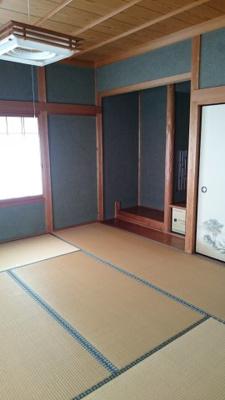 柔らかい畳が心地よい和室、2階の和室は一面に収納があります