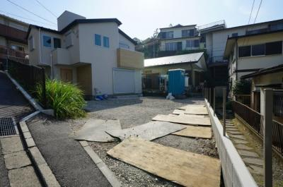 相鉄線「星川」駅徒歩約10分、閑静な住宅街に立地しています。