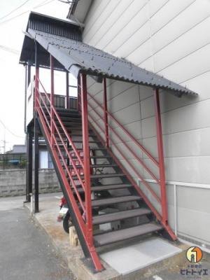 2階へ続く階段です