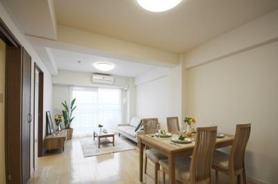 【居間・リビング】清新中央ハイツ6号棟 13階 角 部屋 リ ノベーション済