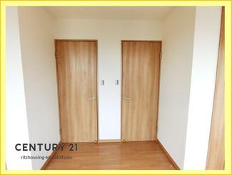 3階北側の洋室は、間仕切り壁を追加工事で2室に割れます。(現況8.6帖の1室です)