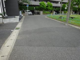 千葉市中央区若草 土地 蘇我駅 前面道路はゆとりある幅員6m!目の前が公園です♪