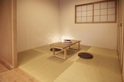 シックで広い寝室。ゆっくりできそうな落ち着いた雰囲気の寝室です。当社施工例です!