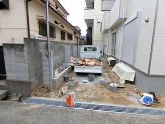 ガレージスペース 現在外構工事中 完成が待たれますね