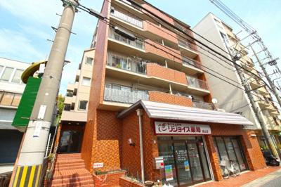 京阪『桃山南口駅』徒歩3分の便利なマンションは、周辺環境も充実しておりスーパー・コンビニ・病院・金融機関などが近くて暮らしやすい環境です。