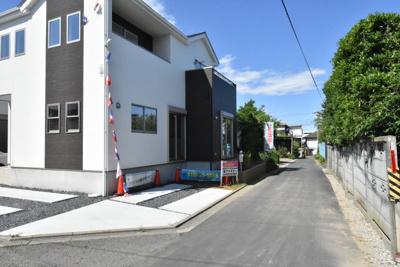 【前面道路含む現地写真】鴻巣市大間 新築一戸建て 全1棟