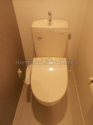 アジュール目黒の落ち着いた色調のトイレです(同一仕様写真)☆