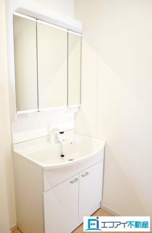 同社施工例/三面鏡洗面台