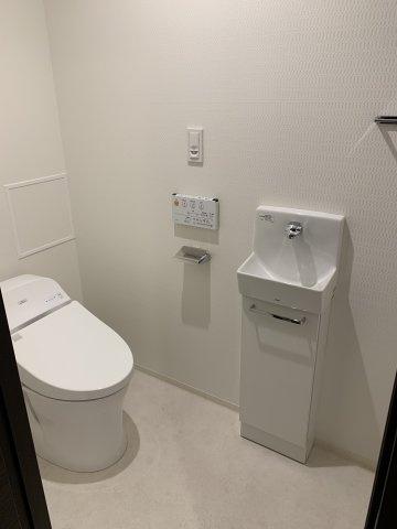 タンクレストイレですっきりとした空間です