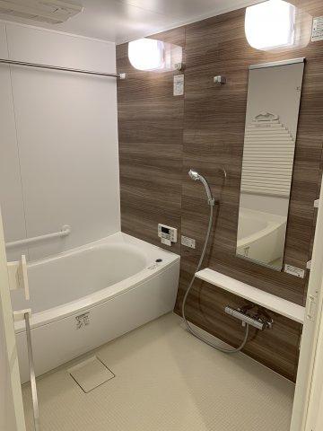 手足を伸ばしてゆったりと入浴を楽しめる1.6m×2.0mの大型バスルーム