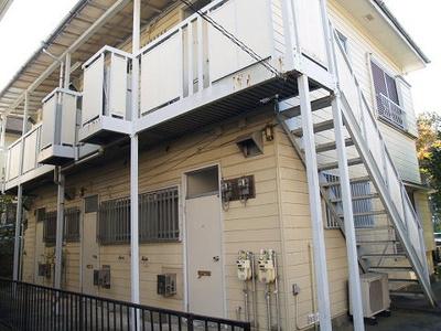 小田急線「百合ヶ丘」駅より徒歩5分!3駅利用可能☆コンビニ・スーパーが近くて便利な住環境です♪