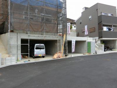 【現地写真】 前面道路約4メートル♪ 前面道路約7メートル♪ 駐車ラクラク♪