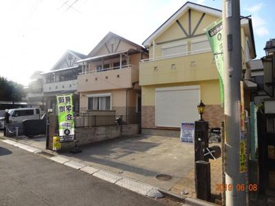 再生中古住宅です。南西道路の為、陽当り良好です。並列駐車2台可能で、来客用にも便利です。