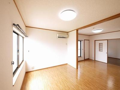 広くて明るい洋室