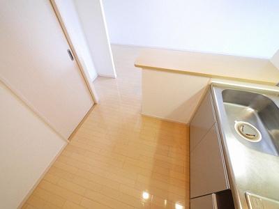 動きやすいキッチン内部で快適にお料理を楽しむことができます