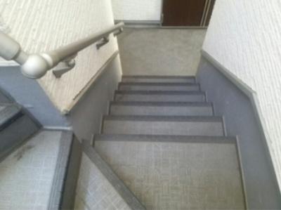 ハーモニーテラス東駒形Ⅱの階段☆