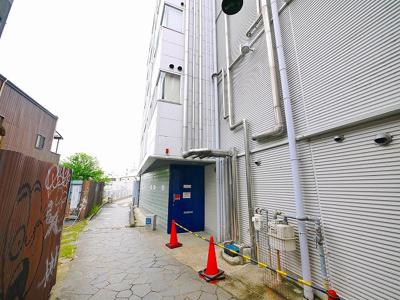 建物の入り口になります。