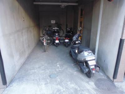 駐輪場、バイク置き場。