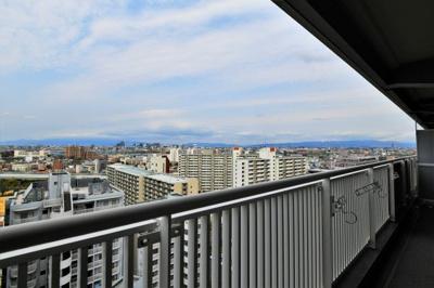バルコニーからの眺望 上層階につき採光・眺望すべて良好です♪