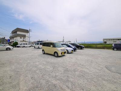 【駐車場】トレフ店舗