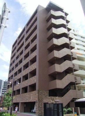 高級感ある外観、鉄筋コンクリート造のガッチリとした建物。