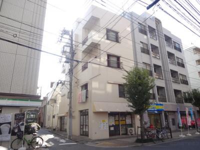 寺島ハイツ 日暮里駅から徒歩5分・鶯谷駅から徒歩8分の好立地!隣の建物の1階がコンビニになっており、