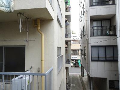 川原貸家 2階、洋室5.8帖の窓からの景色