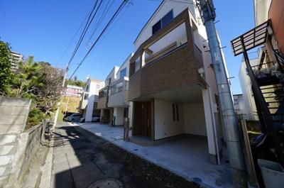 相鉄線「和田町」駅より徒歩約4分。駅まで平坦です。