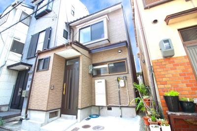 令和元年6月にリフォーム済の美宅です。水廻りは全て新調しているので気持ち良く暮らして頂けます。京阪『墨染駅』徒歩3分と駅まで近い便利な中古戸建です!