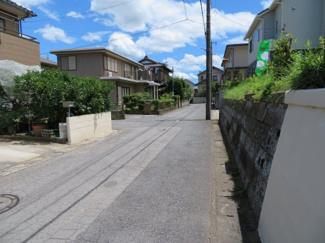 四街道市鹿渡 土地 四街道駅 前面道路5m幅員ございますので、駐車も安心です!