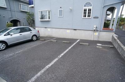 駐車場1台付き!