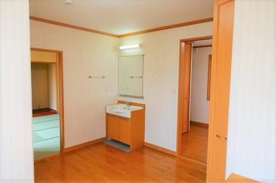 洋室 約7.1帖 洗面と専用トイレが有ります♪