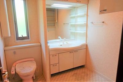 2階の洗面&トイレ こちらにも洗濯機置き場が有ります♪