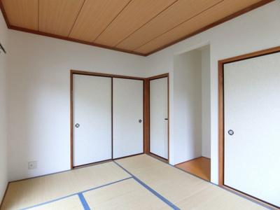 1階・押入れのある南東向き和室6帖のお部屋です!寝具をすっきり収納できるので和室は寝室にもオススメ☆床の間にはインテリアを置いたりして楽しめます!
