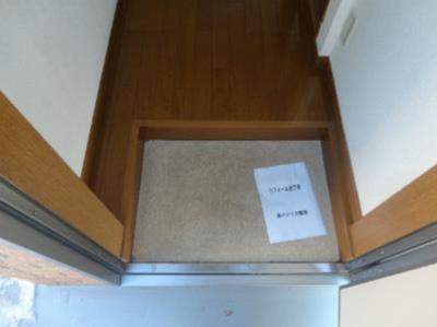 ライフピアエミリアの玄関