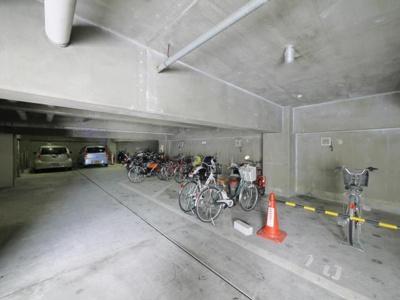 駐輪場も駐車場も完備