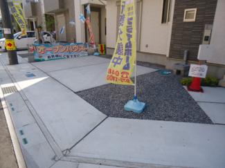 駐車場並列2台分確保 <越谷市下間久里8期 新築分譲住宅>